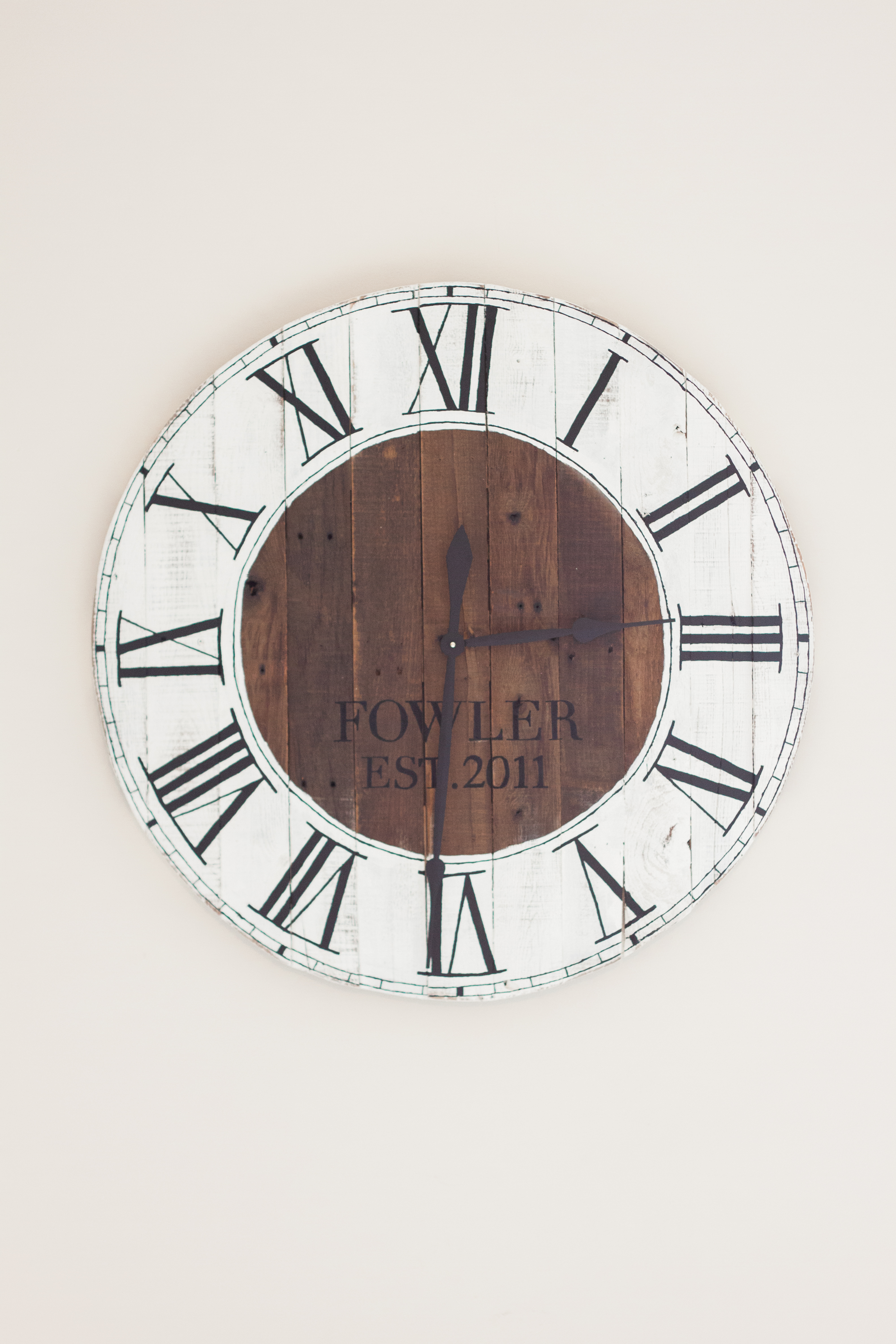 DIY Pallet Wood Farmhouse Clock